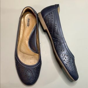 Earth Relief Pod flats, navy blue, size 9B